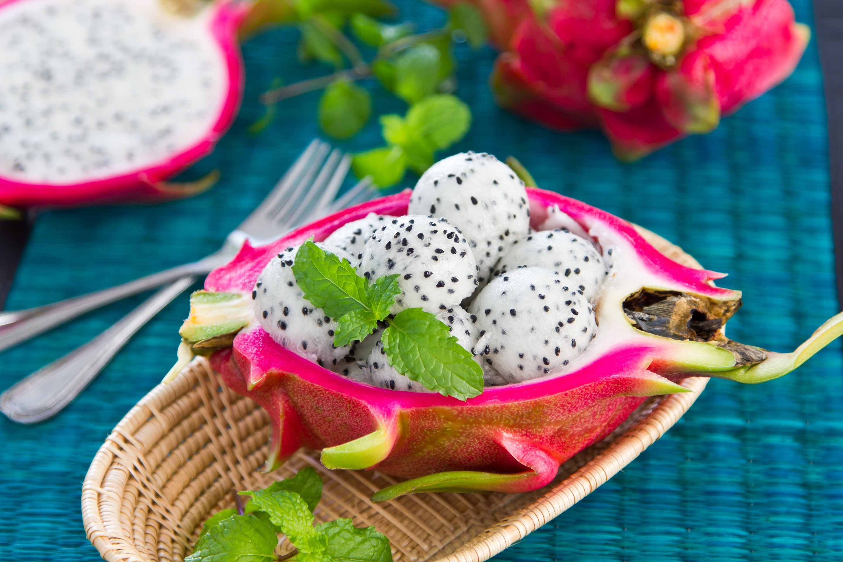 http://fruit-island.ru/images/upload/desert-salat-fruktovyj-dragon-fruit-salad.jpg