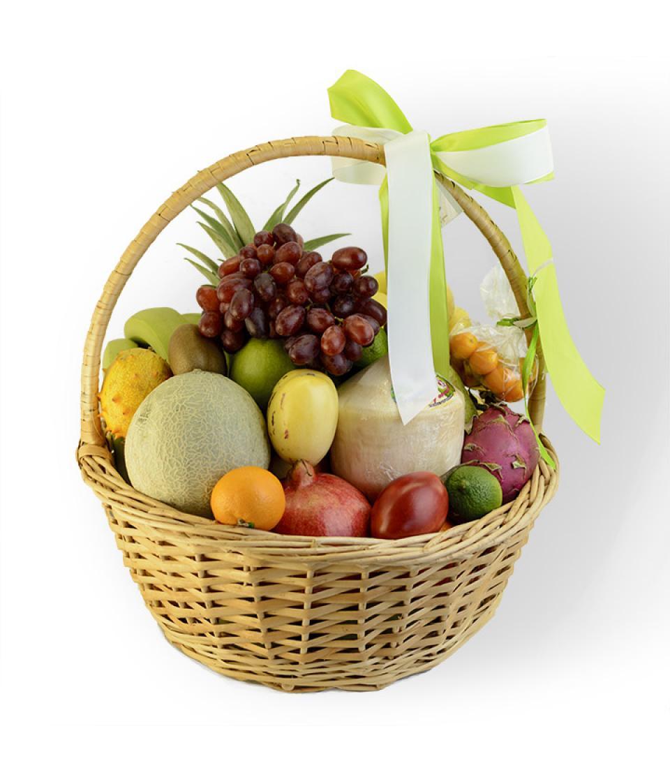 http://fruit-island.ru/images/upload/fruktovaya-korzina-s-ekzoticheskimi-fruktami-royal-flowers-960x1120.jpg