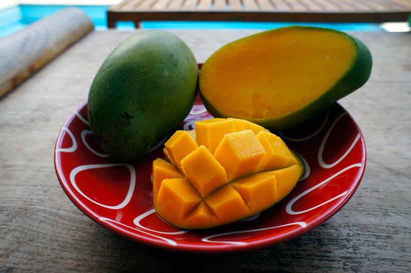 http://fruit-island.ru/images/upload/zelenyy-mango-s-oranzhevoy-myakotyu.jpg